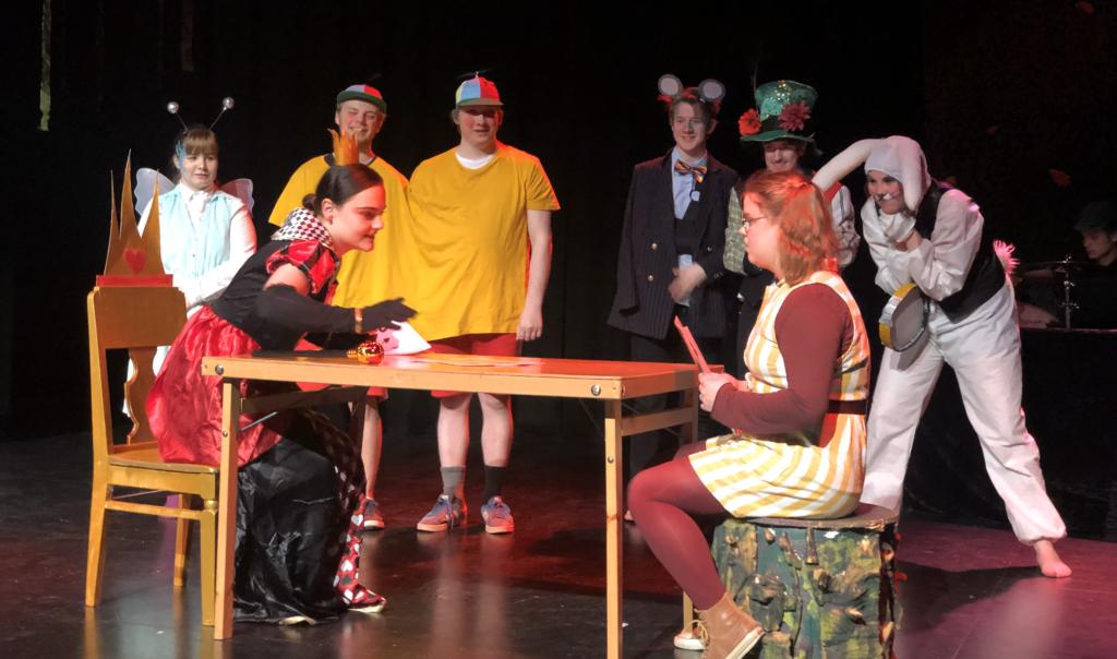 Teater på scenen ved Buskerud Folkehøgskole