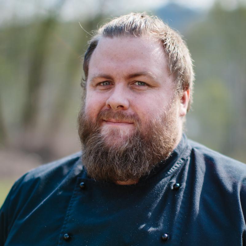 Knut-Anders Kjelsrud jobber som kjøkkenmedarbeider og tilsynsvakt hos oss.