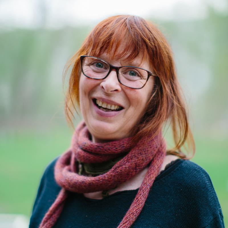 Tove Holmbek er valgfagslærer teater og kokkelering